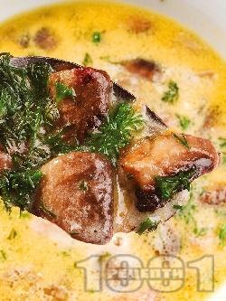 Гъбена чорба / супа с печурки, картофи, моркови, течна готварска сметана, куркума и чесън - снимка на рецептата